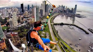 World largest urban zip line, plus grande tyrolienne au monde