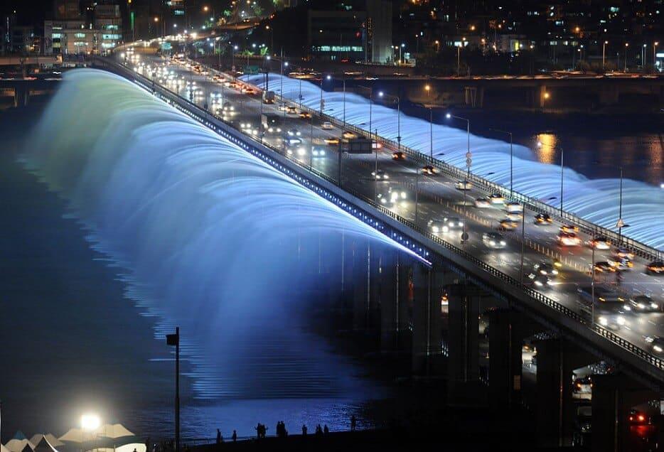 Ponts fantastiques qui sont des chefs d'oeuvre architecturaux dans le monde