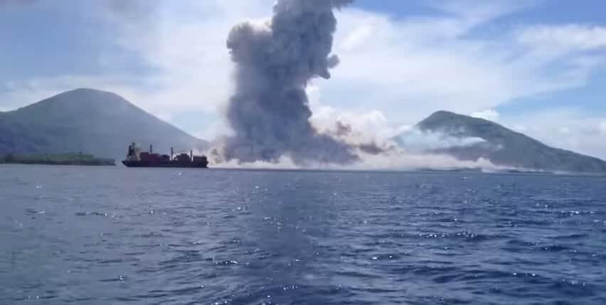 Incroyable vidéo d'une éruption volcanique en Papouasie Nouvelle-Guinée