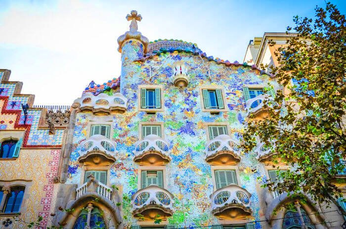 Les 30 b timents les plus color s du monde for La maison du monde barcelona