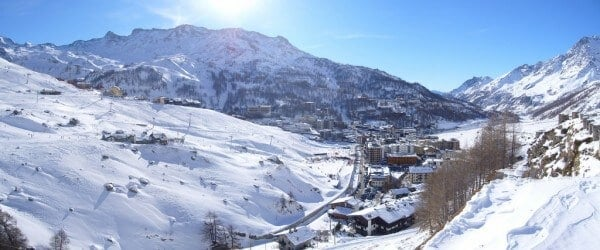 10 stations de ski des Alpes où skier pas cher
