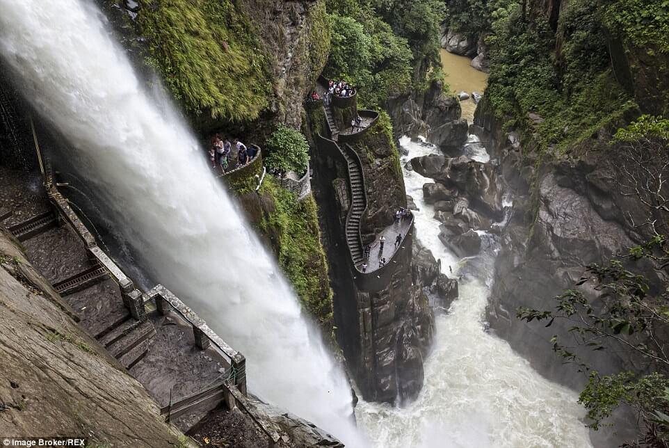 Cascade de Martine 17 Août trouvé par Jovany Escaliers-les-plus-effrayants-et-raides-au-monde-1