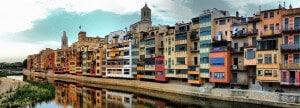 Façades de maisons au bord de la rivière Onyar, à Gérone