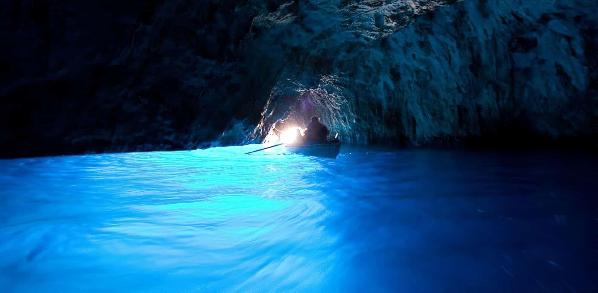 Mais où est Uccen ???  - Page 10 Grotte-bleue-grotta-azzurra-capri-4