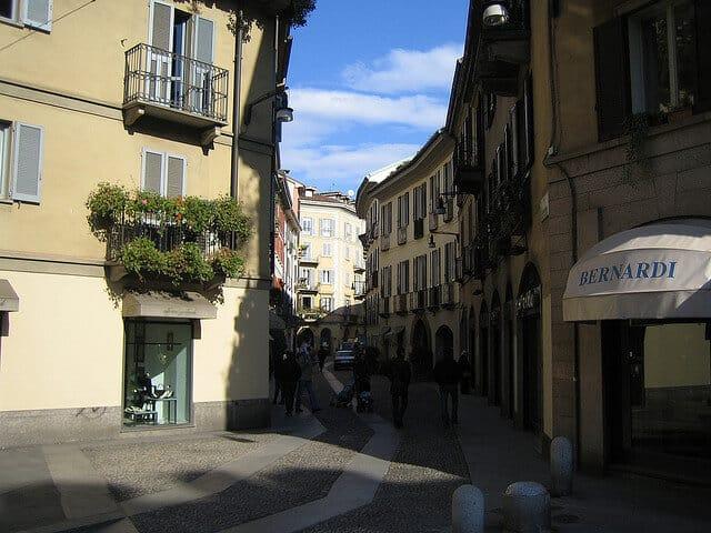 Petite rue dans le vieux centre de Milan