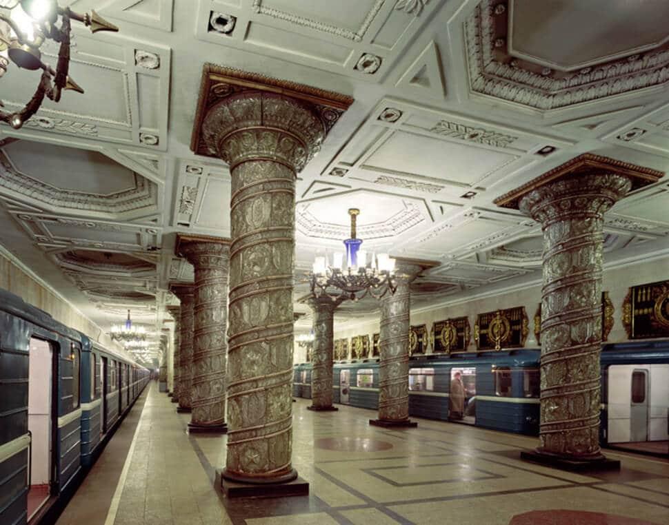 Plus belles stations de métro au monde, œuvres d'art