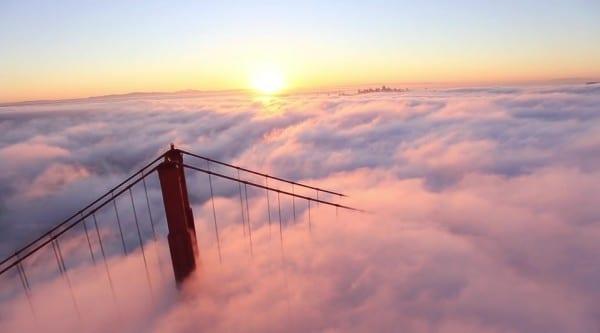 Vidéo: San Francisco dans une mer de nuages, un matin typique
