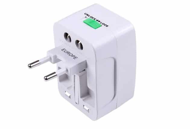 Adaptateur universel pour les prises électriques de chaque pays
