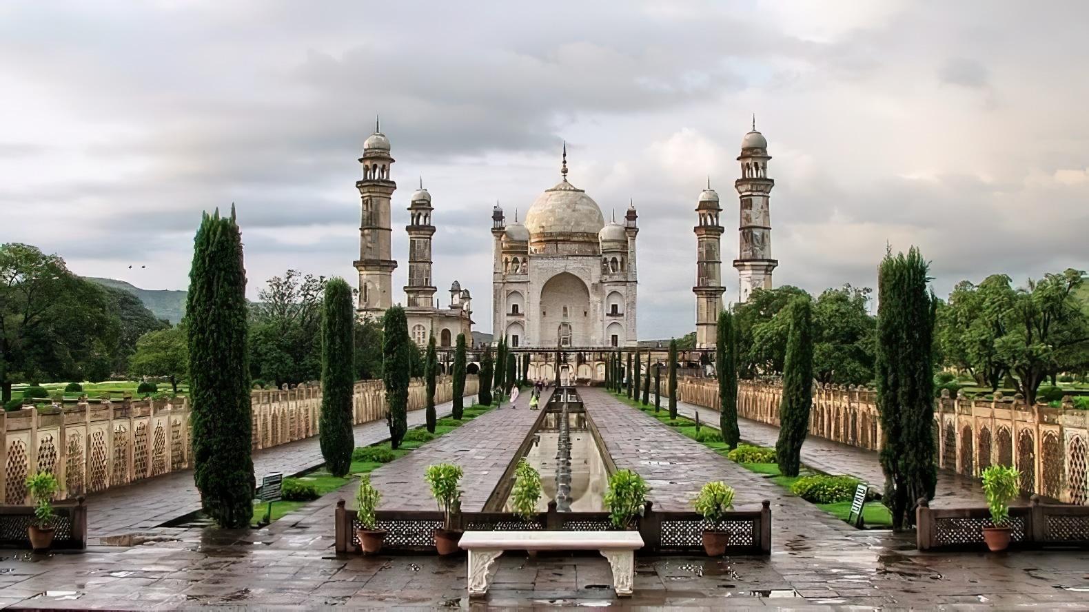Bibi Ka Maqbara, construction jumelle du Taj Mahal