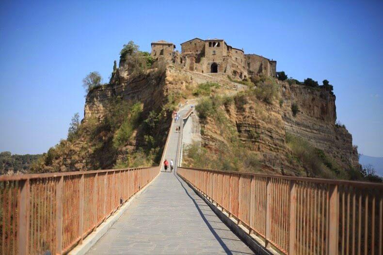 Civita di Bagnoregio, village perché et abandonné en Italie