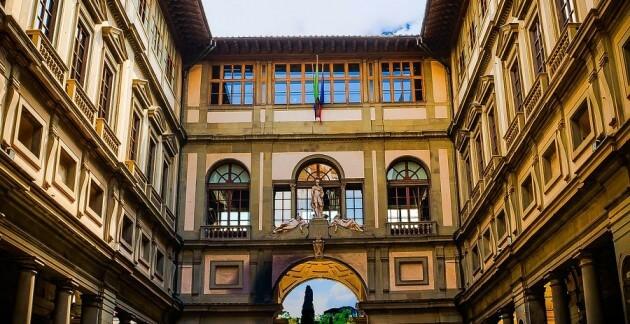 Visiter la Galerie des Offices à Florence avec billet coupe file