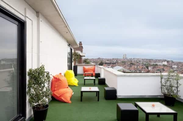 A Bruxelles, l'hôtel Pantone vous laisse dormir dans un monde coloré