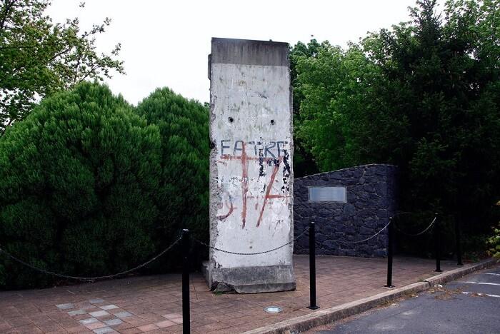 Morceaux du Mur de Berlin disséminés dans le monde