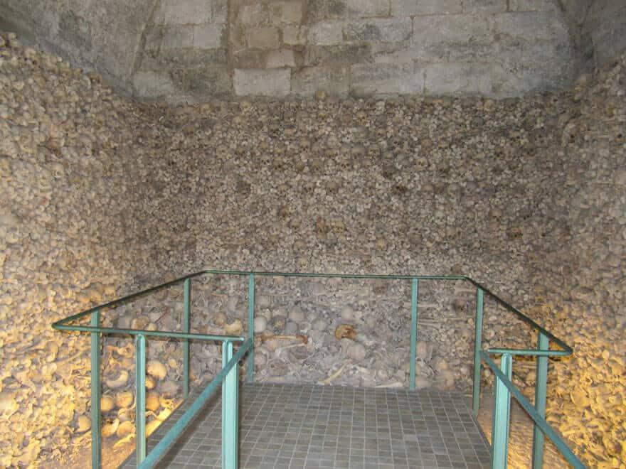 Ossuaires, chapelles d'os, catacombes, bizarres et étranges