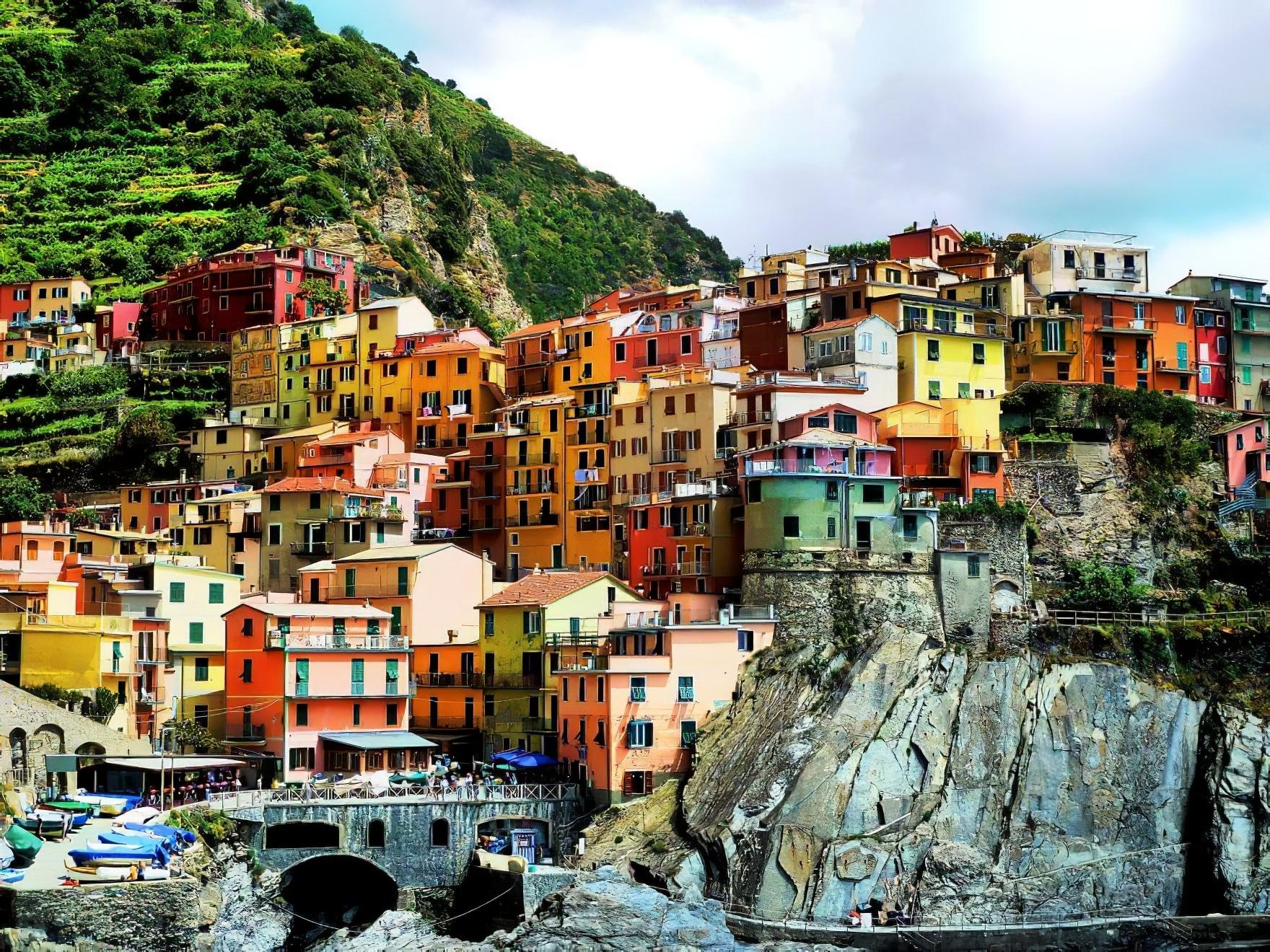 20 des plus beaux villages à flanc de falaise