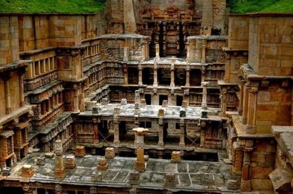 Rani-ki-Vav, le puits à degrés de la Reine, en Inde