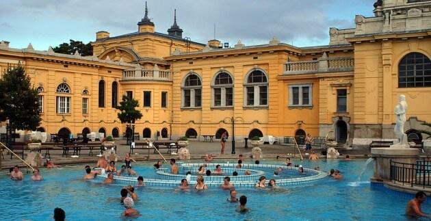 Les bains thermaux Széchenyi à Budapest