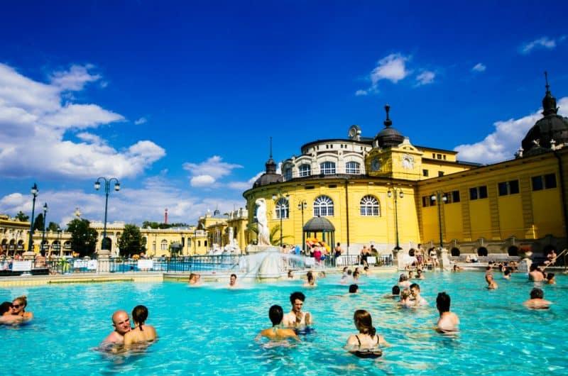 Que voir et faire aux bains thermaux de Szécheny ?