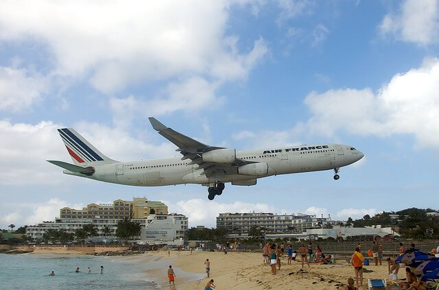 Aéroport international Princess Juliana, Maho Beach, Saint-Martin