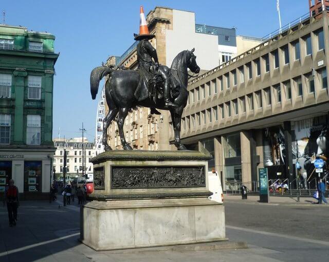 Duke of Wellington, duc statue avec cône de chantier à Glasgow