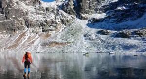 Vidéo eau claire lac gelé haut tatras
