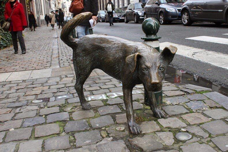 Zinneke-Pis Bruxelles Statue qui pisse