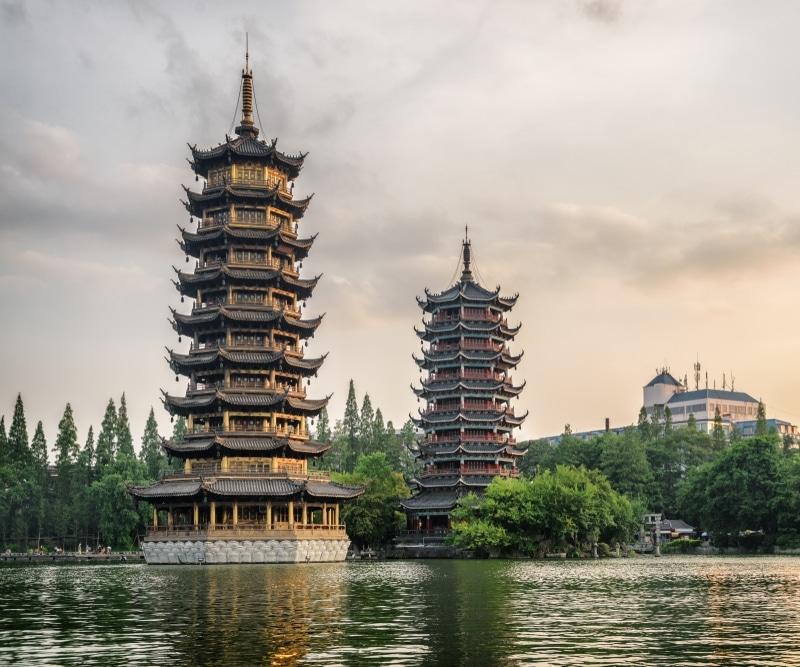 Guilin pagodes de la Lune et du Soleil