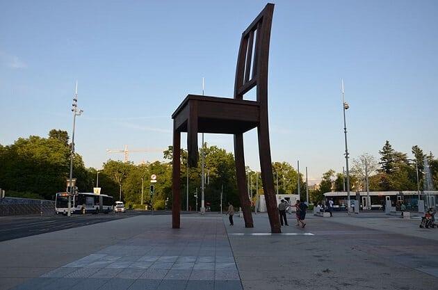 Palais des Nations, Genève, Chaise cassée