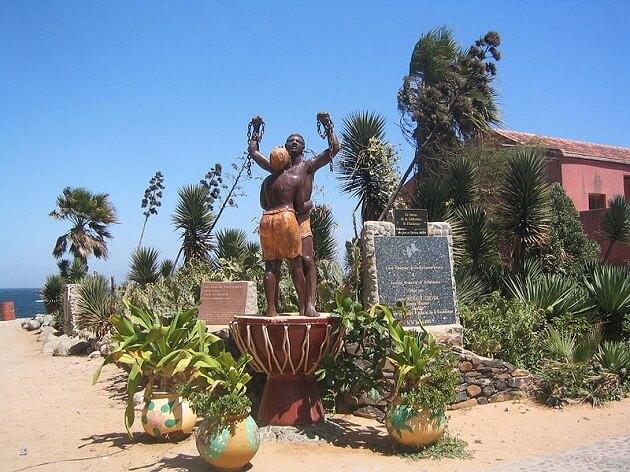 Monument en mémoire de l'esclavage, situé à proximité de la Maison des esclaves, Gorée, Dakar