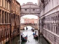 Venise, ponts, gondoles