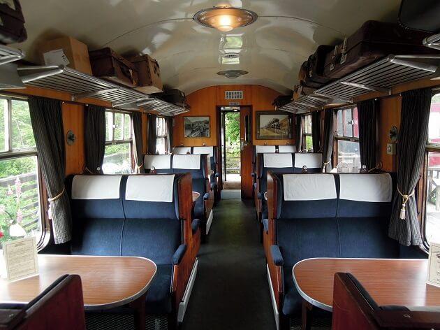 Train Jacobite, Poudlard, intérieur