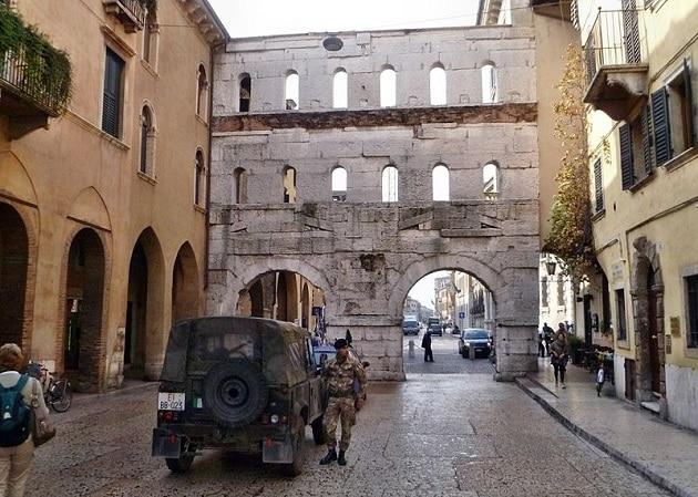Porta Borsari, Vérone