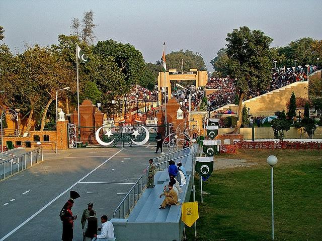 Poste-frontière Wagah, cérémonie