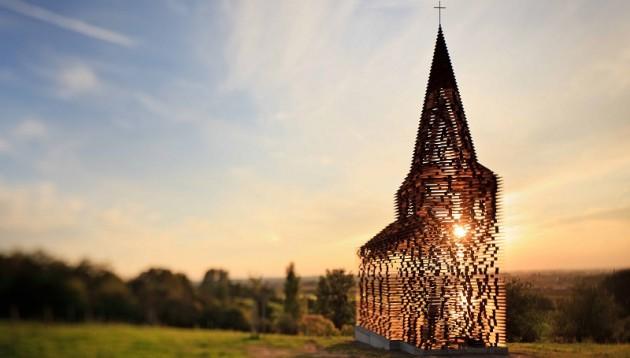 À Looz, en Belgique, une église que l'on lit entre les lignes
