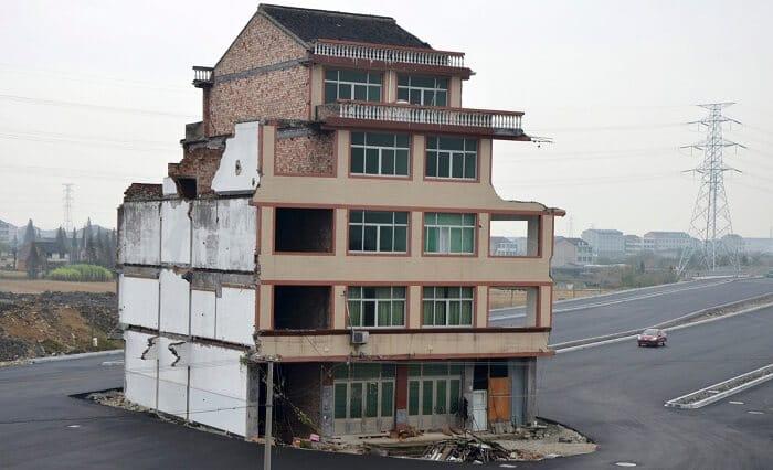 Maisons-clou en Chine, les propriétaires qui refusent de partir