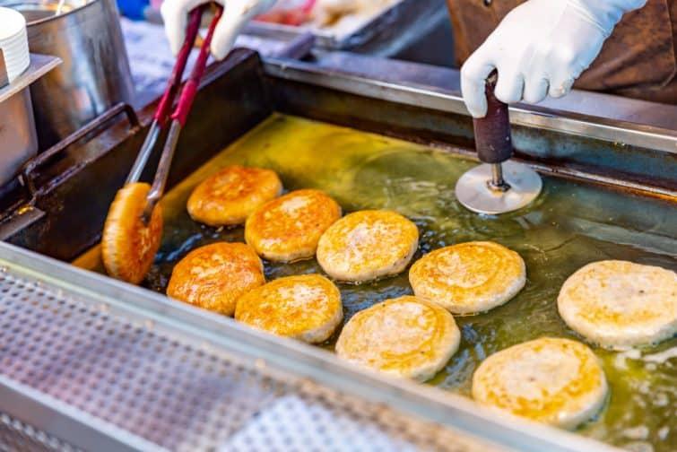 Les Hotteok, l'une des spécialités coréennes sucrées les plus appreciées