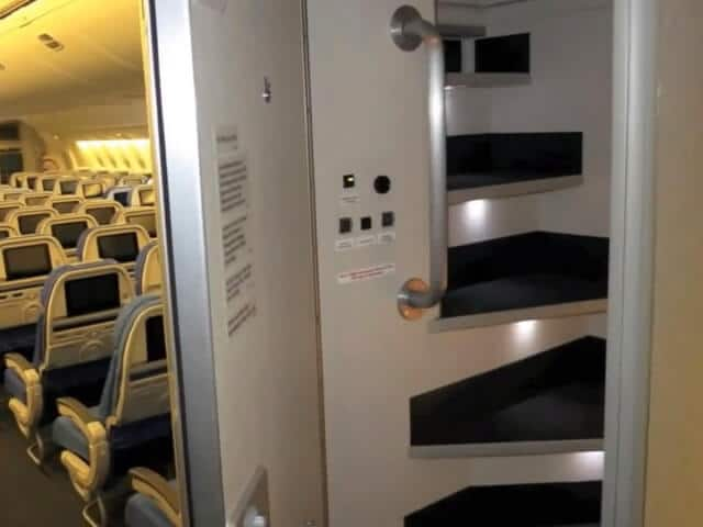 Pièce secrète, avion, repos, équipage
