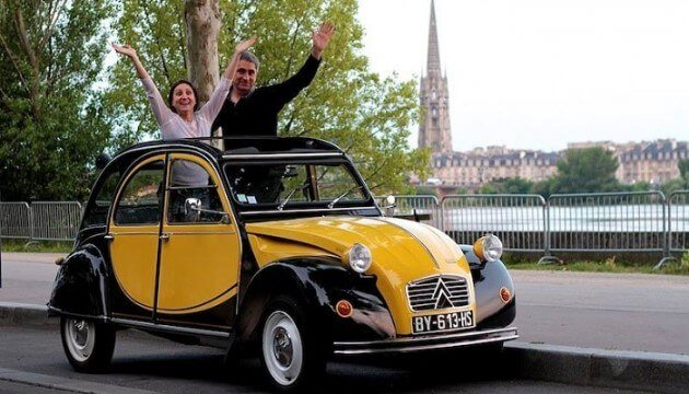 Bordeaux: visite privée en 2 CV des monuments et des quais