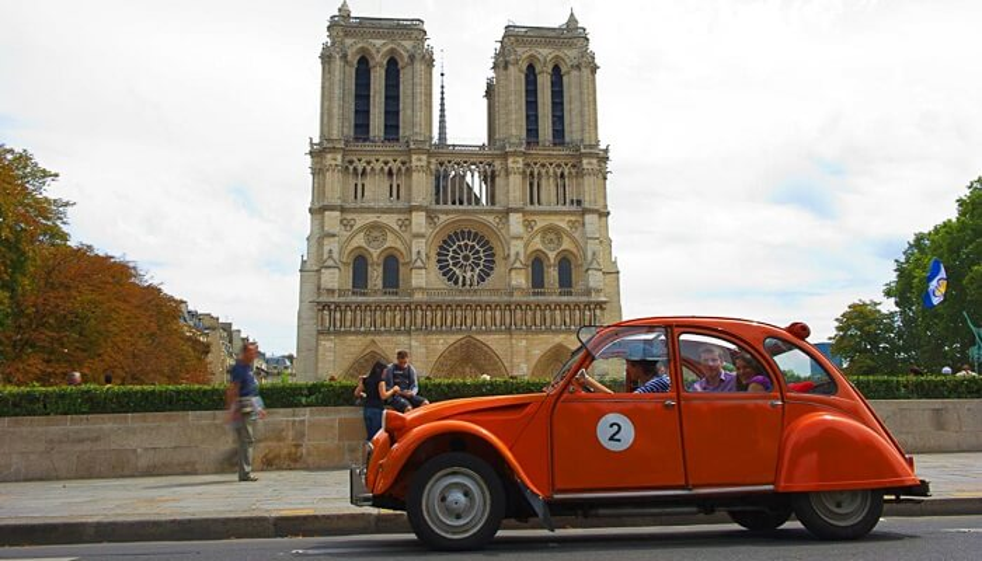 Visite insolite de Paris en 2 CV
