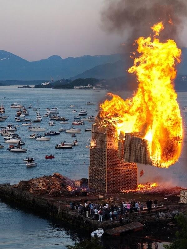 Alesund, feu de la Saint Jean, Norvège