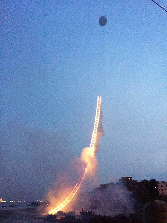 Cai Guoqiang, sky ladder, feu d'artifice