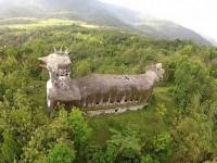 église en forme de poulet, abandonnée, jungle indonésie