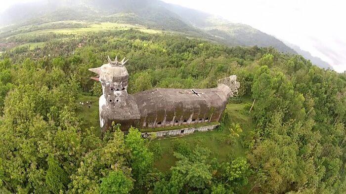 Une église étonnante se cache dans la jungle Indonésienne