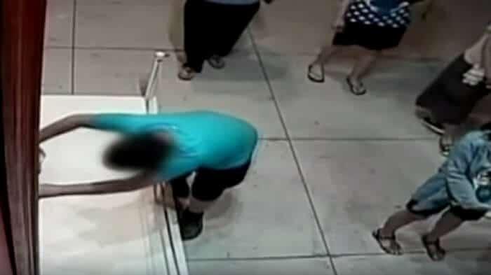 Dans un musée, un garçon glisse et déchire une toile à 1,3 million d'euros