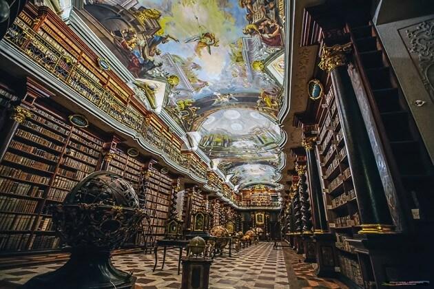 Visiter la bibliothèque du Clementinum à Prague