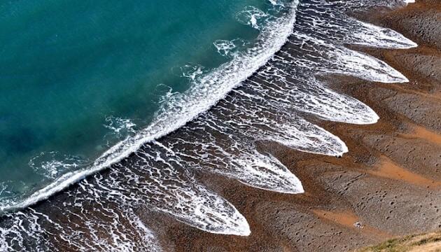 Les croissants de plage, de mystérieux motifs que les scientifiques n'expliquent pas