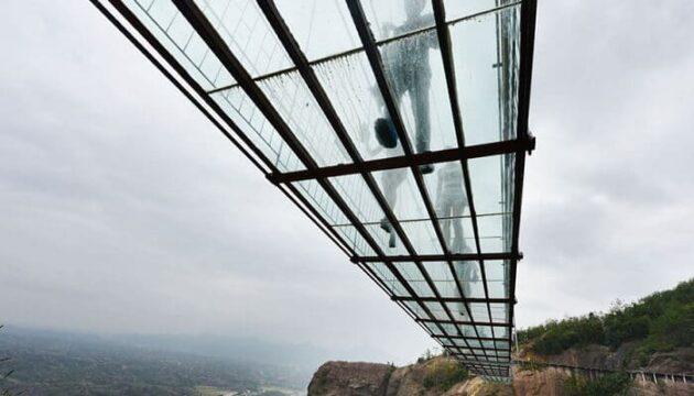 Le pont de verre le plus long du monde a ouvert en Chine