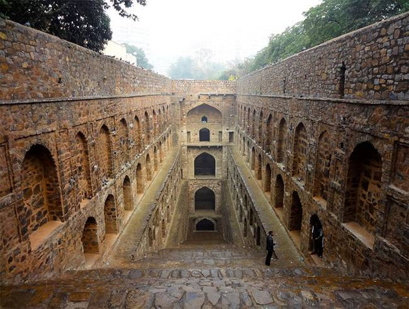 Une photographe s'intéresse de près aux puits à degrés oubliés en Inde