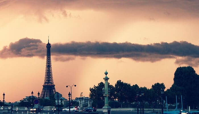 Visite guidée des coulisses de la Tour Eiffel avec coupe-file