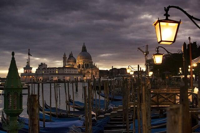 Venise de nuit, gondole